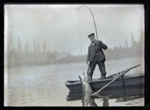 Mr. Jennings fishing (1908-09-26)